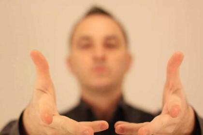 Cum-sa-ajungi-iluzionist
